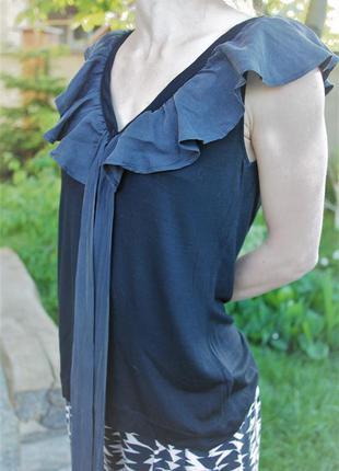 Стильна блуза з рюшею