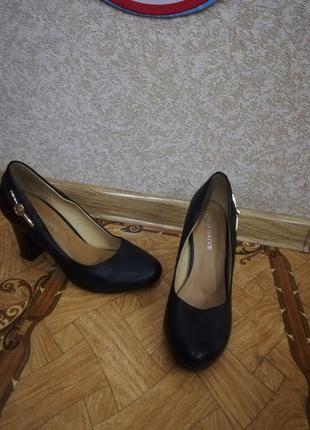 Туфли чорные широкий каблук