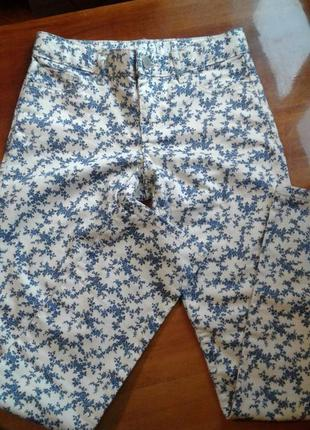 Модные брюки в цветочек