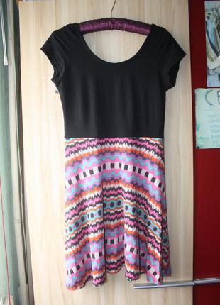 Платье в орнаментах короткое бохо этно