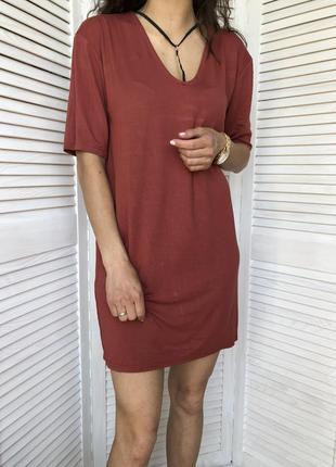 Удлинённая футболка-платье от miss guided ; 100 коттон