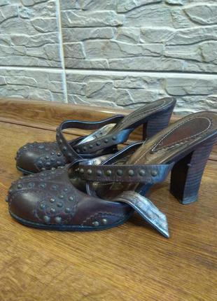 Кожаные туфли medea с открытой пяткой.