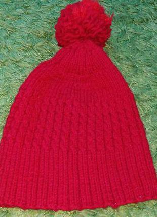 Красная шапка вязаная