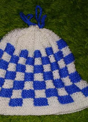 Вязаная шапка синяя с белым