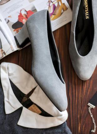 Туфли лодочки на модном каблуке натуральный замш