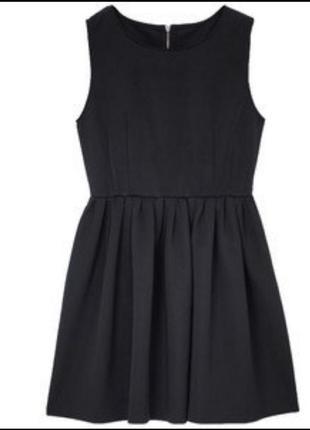 Стильное черное платье.