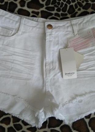 Джинсовые шорты белые stradivarius