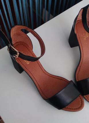Босоножки кожа замш на устойчивом каблуке