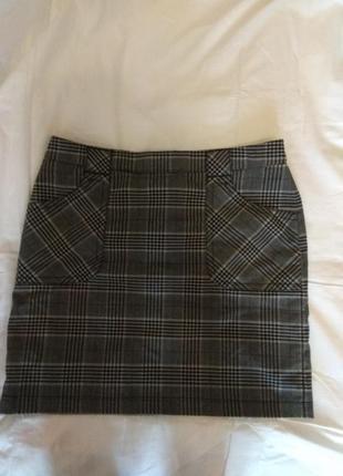 Клетчатая серая юбка