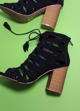 Mia оригинал черные замшевые сандалии на завязках и широком каблуке бренд из сша