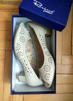 Кожаные туфли босоножки с орнаментом 41-42 р