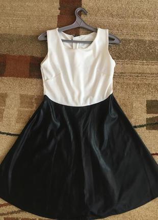 Сукня чорно-біла