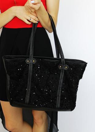 Повседневная черная сумка трапеция под кожу с кружевами и паетками