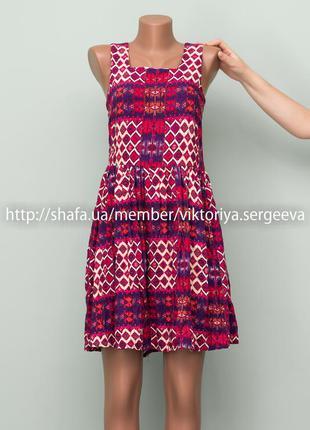 Огромный выбор платьев - стильное вискозное платье миди длины в принт на худенькую девушку