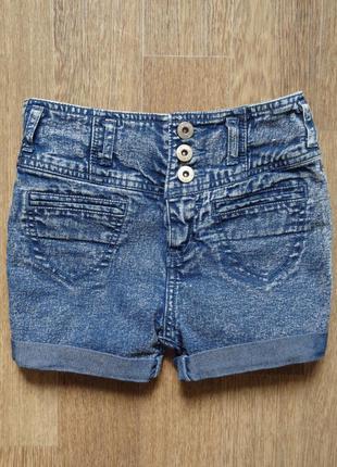 Стильные джинсовые шорты с высокой посадкой