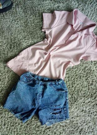 Костюм: рваные джинсовые шорты варёнки + футболка с воротником