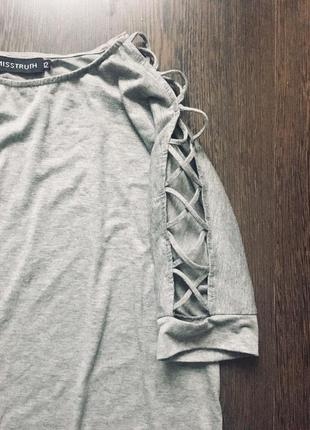Платье футболка с переплетами на рукавах2 фото