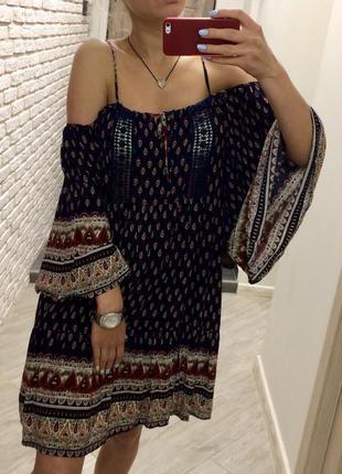 Крутое пляжное платье с открытыми/спущенными плечами!