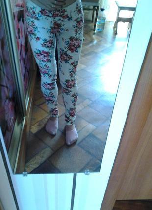 Штаны в цветочек,джинсы