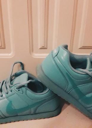 Спортивные мятные кроссовки nike