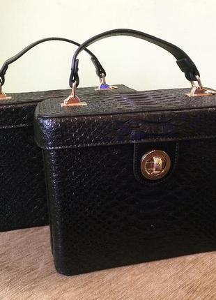 Стильная сумочка чемоданчик