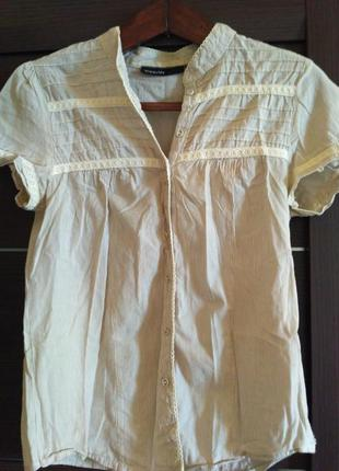 Рубашка нежная в тонкую полоску с кружевом светло серая