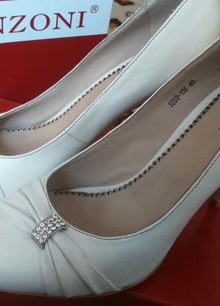 Белые кожаные свадебные туфли