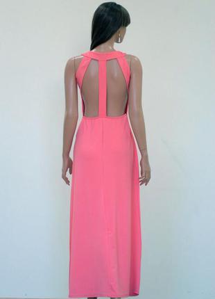 Персиковое платье с открытой спинкой