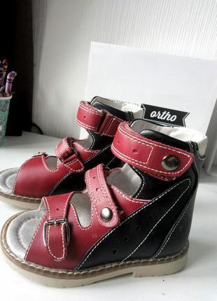 Ортопедические сандали -боссоножки  24р baby ortho в идеальном состоянии