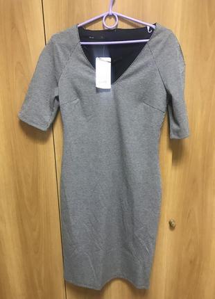 Красивое платье в гусинную лапку с v-вырезом