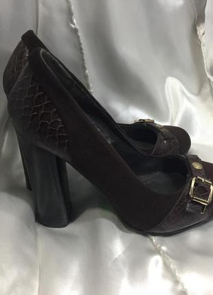 Туфли замшевые на среднем устойчивом каблуке размер 35