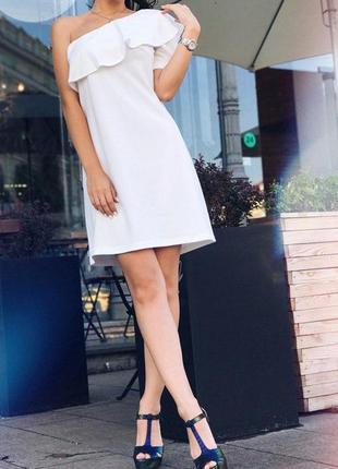 Шикарное атласное платье ,платье ,платье с воланом на плече,эффектное вечернее платье