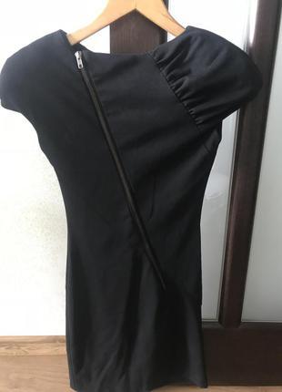 Платье дорогого итальянского бренда