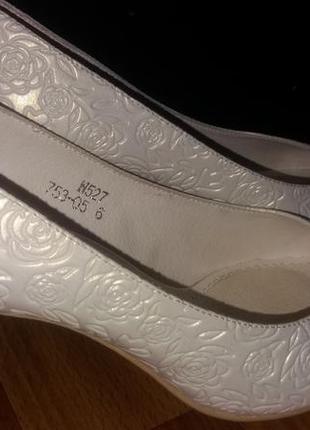 Свадебные туфли от louisa peeres цвета айвори