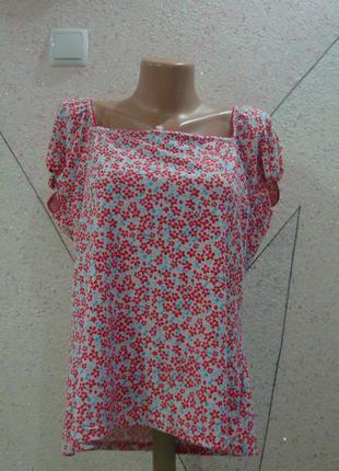 Красивая футболочка в цветочную поляну. размер 16-20