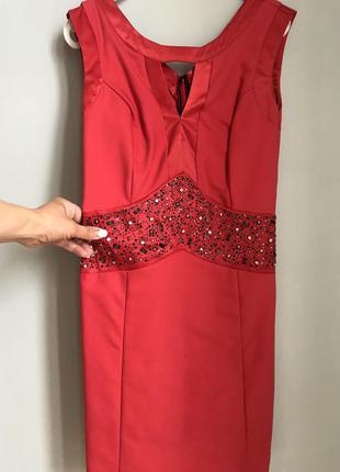 Вечірнє червоне плаття