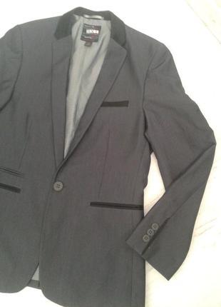 Стильный пиджак на 12 лет, серый с черной отделкой