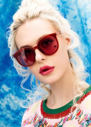 Солнцезащитные полупрозрачные красные крупные очки с дымчатой линзой красного цвета