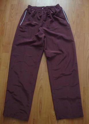 Фирменные спортивные брюки