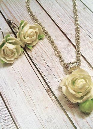 Набор серьги и кулон кремовые цветы