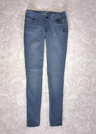 Шикарные итальянские джинсы голубого цвета с гладким эффектом от культового бренда