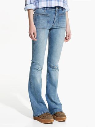 Расклешенные джинсы от mango