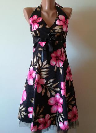 Очень красивое платье в большие яркие цветы