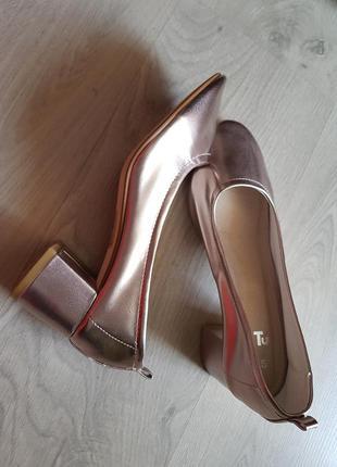 """Клевые фирменные """"золотые """" металлик туфли  лодочки на устойчивом каблуке"""