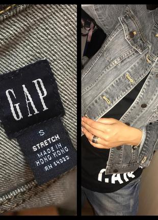Стильная серая джинсовая курточка