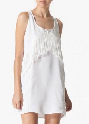 Крутое платье прямого кроя с бахромой