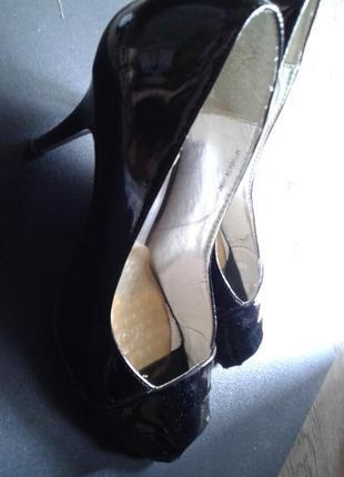 Черные лаковые с открытым носком