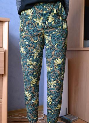 Легкие брюки в принт