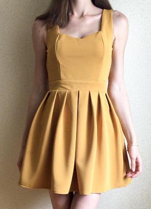 Плаття з красивою спинкою