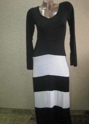 Стильное платье черно-белое в полоску!